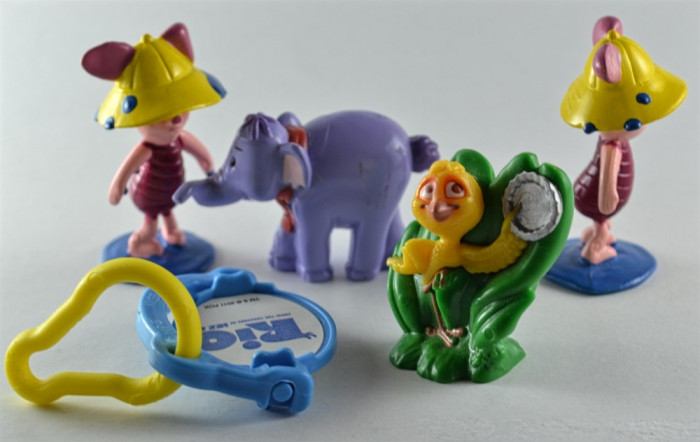 Figurine Disney, Kinder Surprise - Rio si Winnie the Pooh #389