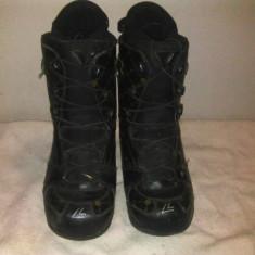 Boots snowboard ATOMIC cu siret marime eur:45 mondo:29.5