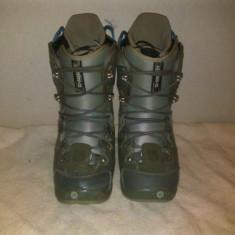 Boots snowboard BURTON cu siret marime EUR:41 MONDO:26