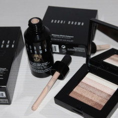 Set Bobbi Brown - Fond de ten cu Ser Intensiv + Iluminator Shimmer Brick Beige, Lichid