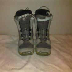 Boots snowboard SALOMON cu siret marime eur:40 mondo:25.5