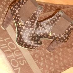 CIZME/BOTINE DAMA FIRMA /LOGO METALIC AURIU-NR 37 SI 38 - Cizma dama Louis Vuitton, Culoare: Din imagine