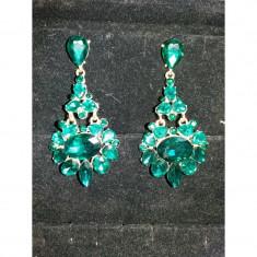 Cercei eleganti cu pietre verzi