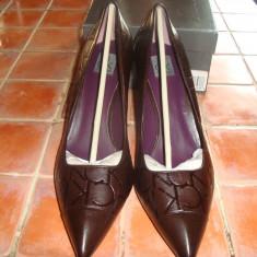 Superbi pantofi noi, originali, Calvin Klein, piele embosata- doua perechi - Pantof dama Calvin Klein, Culoare: Coffee, Marime: 40