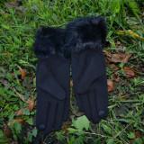 Manusi Touchscreen, material captusit, negru cu insertie de blana - Manusi Dama