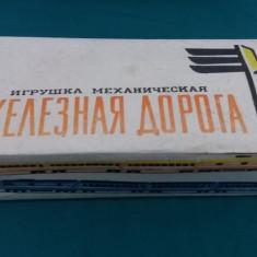 JUCĂRIE VECHE DE COLECȚIE DIN TABLĂ* RUSEASECĂ, CU CHEIȚĂ/GARĂ/ANII 1980 - Jucarie de colectie