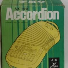 JUCĂRIE VECHE CHINEZEASCĂ : ACCORDION / ANII 1980 - Jucarie de colectie