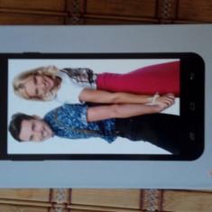 Vand telefon utok q5 gt absolut nou in cutie - Telefon mobil Utok, Negru, 8GB, Neblocat, Quad core, 1 GB