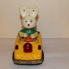 Jucarie veche, masinuta cu iepuras - Jucarie de colectie