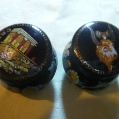 2 vase mici ceramica smaltuite ,pictate cu parfum solid ,h= 3,5 cm Creta Grecia
