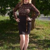 Rochie eleganta de culoare maro, cu maneca lunga din dantela