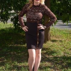 Rochie eleganta de culoare maro, cu maneca lunga din dantela - Rochie de seara