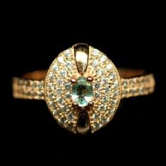Delicat ! inel argint 925 placat aur alb marime 8 cu smarald natural !