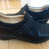 Pantofi din piele firma Clarks marimea 39, sunt noi!