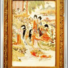 SUPERB! TABLOU JAPONEZ VECHI, PLACĂ DIN PORȚELAN MASIV PICTATĂ, SCENĂ CU GHEIȘE! - Arta din Asia