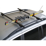 Suport auto pentru schiuri cu fixare pe barele transversale