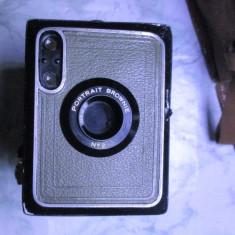 Aparat camera foto rar si vechi anii 20 de colectie cu husa Brownie 2 functional