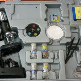 Trusa microscop