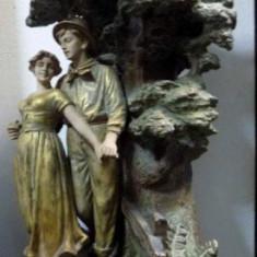 Lampa cu scena galanta, perioada interbelica