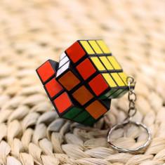 Breloc cub RUBIC colorat plastic rezistent