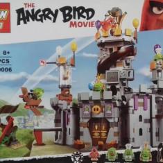 Joc constructie tip lego : Angry Birds 917 piese - Set de constructie