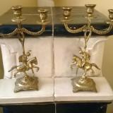 PERECHE DE SFESNICE PE TREI BRATE ART-DECO DIN BRONZ MASIV CU MOTIV CALARETI - Metal/Fonta, Ornamentale