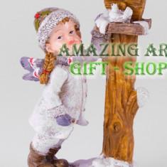 Decor fetita cu porumbei - Fata de perna