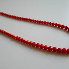 Delicat colier din coral rosu cu inchizatoare din aur de 18 carate - Colier aur