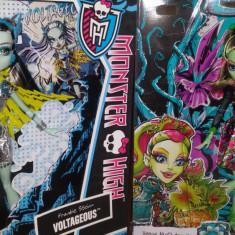Monster High 2 papusi Frankie Stein si Venus McFlytrap - Papusa Mattel, Fata