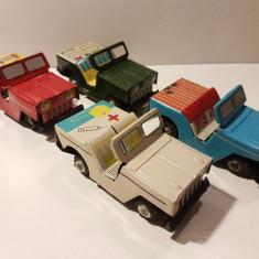 Jucarii vechi de colectie, Set 4/6 Jeep uri din tabla, motor frictiune, China