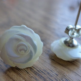 Cercei argint 925 (marcaj) cu floare sculptata in sidef alb