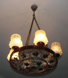 Candelabru vechi din metal cuprat prevazut cu sase globuri