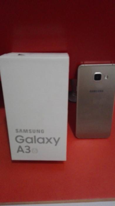 Samsung Galaxy A3 foto mare