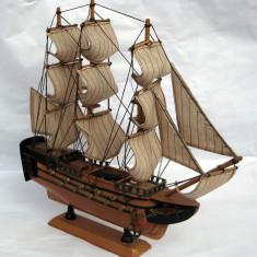 Corabie vas cu panze realizat manual lemn si panza 32cm - Macheta Navala
