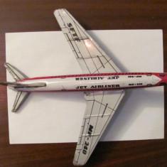 PVM - Avion jucarie vechi tabla JET AIRLINER MF - 240 cu lipsuri China - Jucarie de colectie