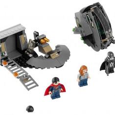 Superman™: Eliberarea de Black Zero (76009) - LEGO Super Heroes