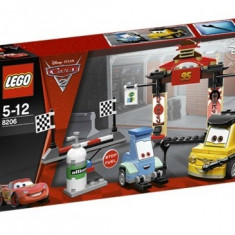 Tokyo Pit Stop (8206) - LEGO Cars Versace