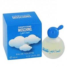 Moschino Cheap&Chic Light Clouds EDT mini 4, 9 ml pentru femei - Parfum femeie Moschino, Apa de toaleta, Mai putin de 10 ml, Fructat