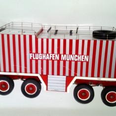 Macheta lucrata manual autoutilitara pompieri Aeroport Munchen 72, 5cm x 18, 5cm - Macheta auto, 1:12