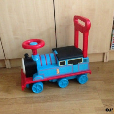 Locomotiva THOMAS/PREMERGATOR SI TRENULET. Produs Disney in stare perfecta!, 1-3 ani, Plastic, Albastru