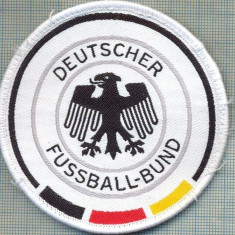 "241 -EMBLEMA-FEDERATIA GERMANA DE FOTBAL -,, FUSSBALL-BUND"" -starea care se vede"