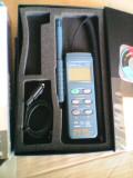 Cumpara ieftin Inregistrator de temperatura si umiditate cu sonda detasabila si conectare la PC