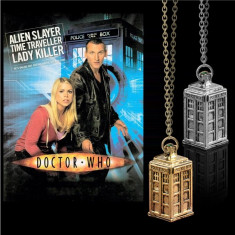 Pandantiv Serial Doctor Who Tardis - Police Box Argintiu Auriu CALITATE Colier