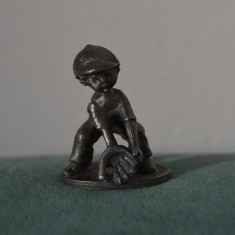 Figurina metal greu, de colectie, baiat jucator baseball, stanta KS4 ARTIL