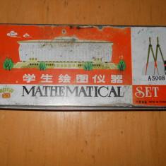 TRUSA MATEMATICA - MATHEMATICAL SET Model A 5008  ( Anii 80 ) - CUTIA TABLA