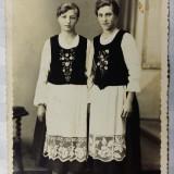 PORT POPULAR SASESC - 2 FRUMOASE SASOAICE - FOTO VICTORIA DUMBRAVENI - ANUL 1941 - Fotografie