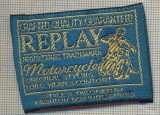 323 -EMBLEMA- REPLAY -MOTORCYCLE-ORIGINAL STYLING-ECHIPAMENT-starea care se vede