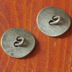 Lot 2 bucati - nasturi metal model deosebit !!!