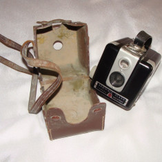 Aparat foto vechi-BROWNIE FLASH CAMERA KODAK (Made in France) - Aparat de Colectie
