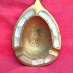 Scrumiera din bronz in forma de frunza !!!